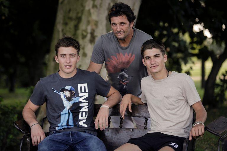 Bartolomé (h.) (19 años) y Camilo Castagnola (17), con el padre, Lolo Castagnola: una sociedad exitosa