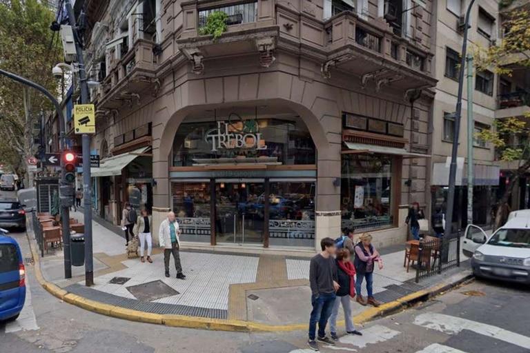 El insólito episodio tuvo lugar en el clásico bar El Trébol, en Avenida Santa Fe y Uriburu