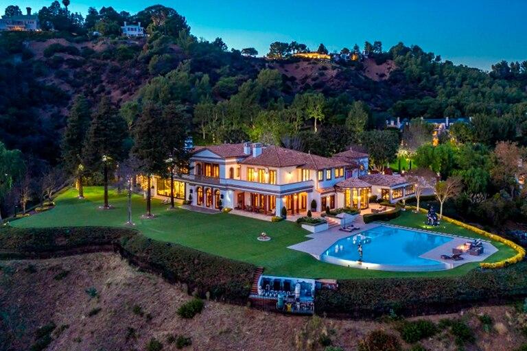 """Iluminada: así luce la imponente mansión por la que el actor de """"Rocky"""" y """"Rambo"""" pretende más de 100 millones de dólares"""