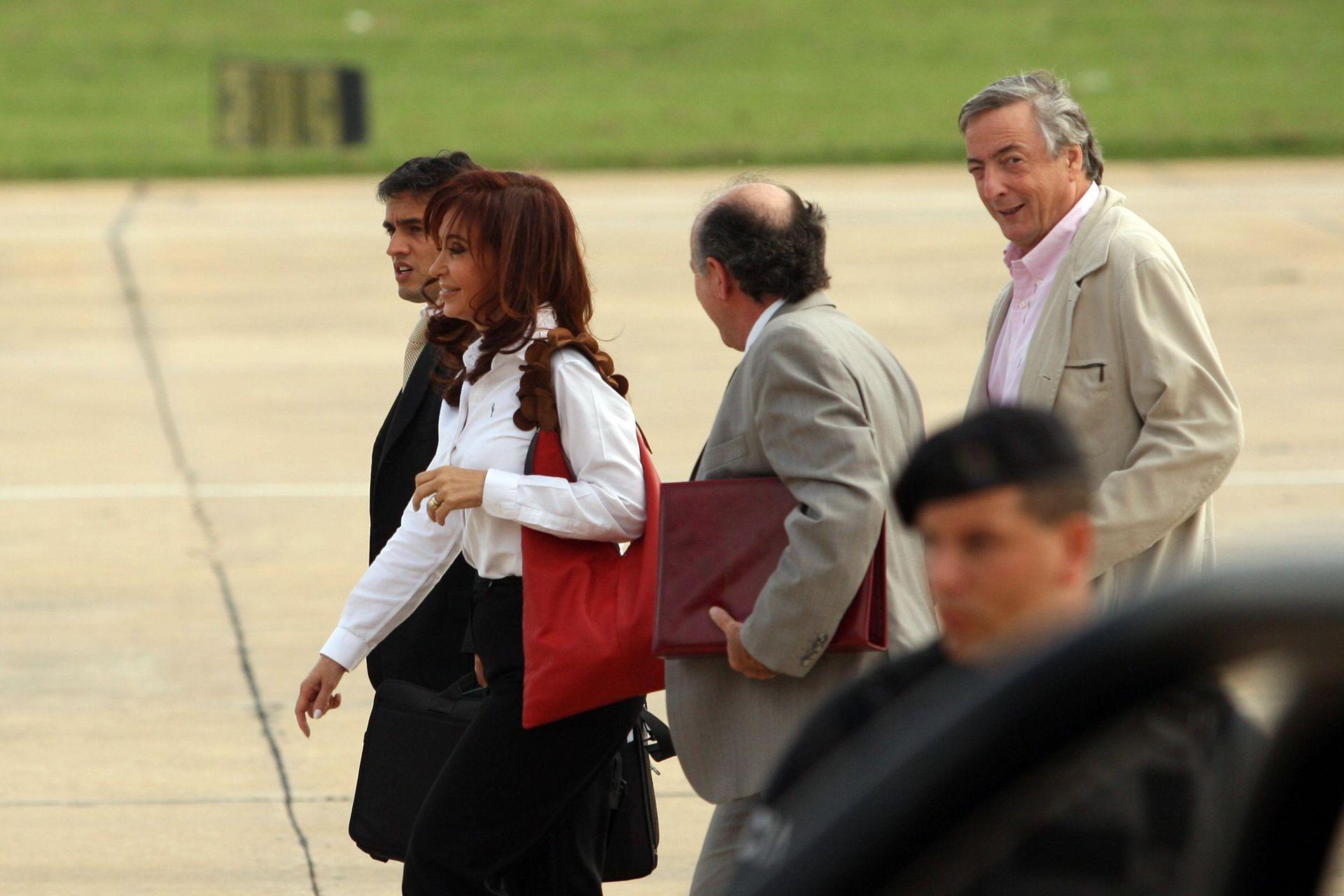 Llegada al Aeroparque Jorge Newbery de Cristina Fernandez de Kirchner junto a su esposo, procedentes del Calafate el 16 de marzo de 2009