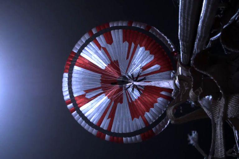 Perseverance: descifran el mensaje oculto que lleva en su paracaídas