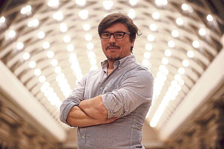 Alejandro Casavalle al frente de un proyecto que recupera historias mínimas y potentes