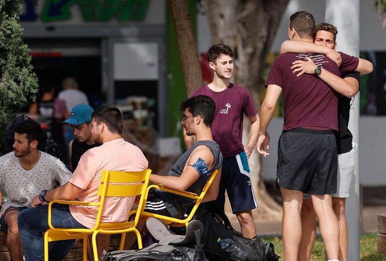 Abrazos, amistad y cercanía después de meses en Tel Aviv