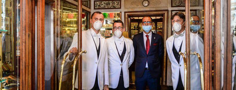 Coronavirus. En fotos, reabrió el mítico Café Florian en Venecia