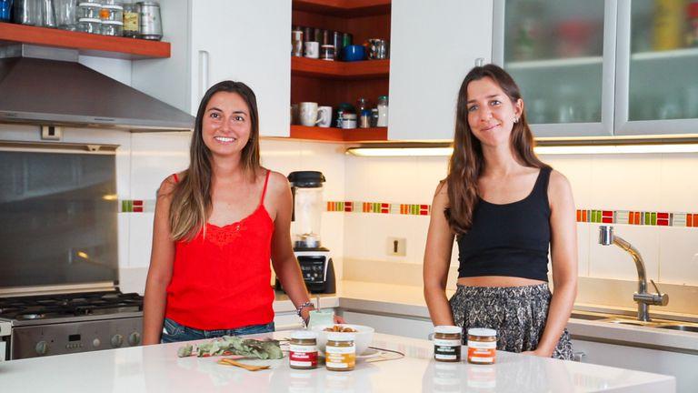 """Miriam Aberle y Valentina De Volder, creadoras de """"Ancestral""""."""