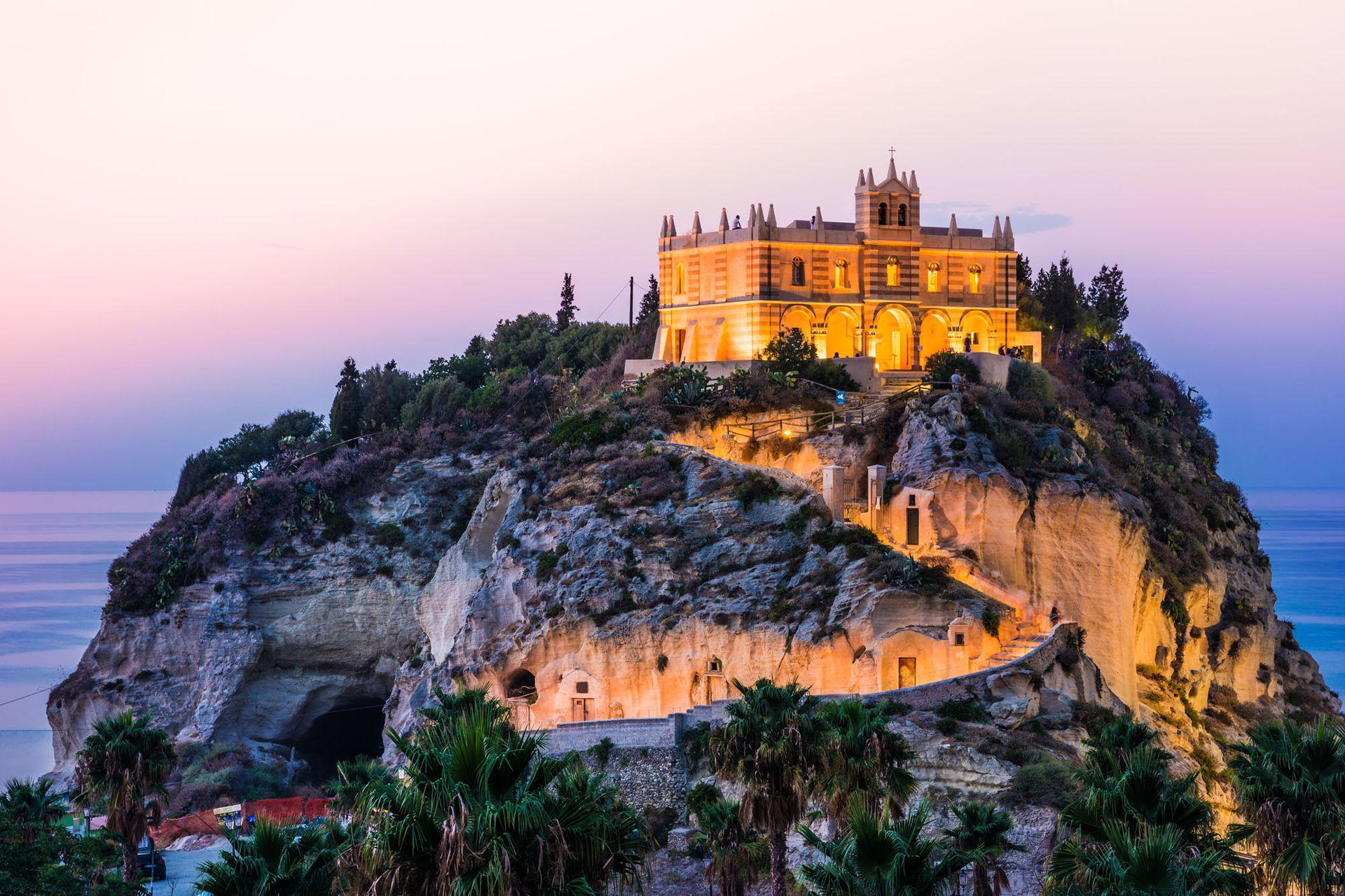 La iglesia Santa Maria del lIsola en Calabria
