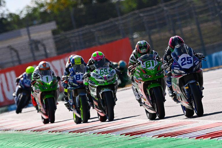 Las motos de la categoría Supersport 300 sobre la pista. En ella corría el español Dean Berta Viñales