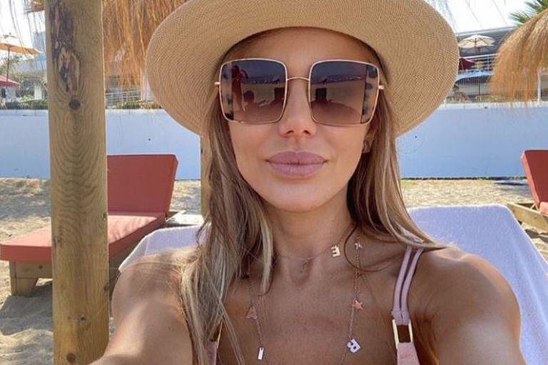 En bikini amarilla, Evangelina Anderson mostró su descanso veraniego en Marbella