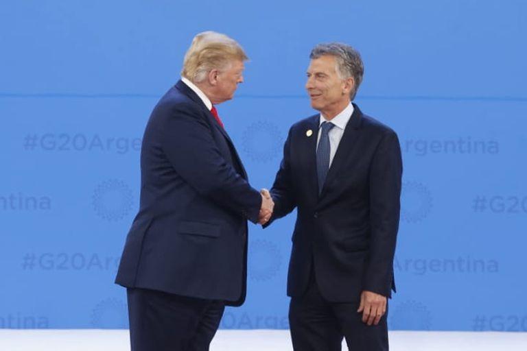 Trump saluda a Mauricio Macri antes de la foto