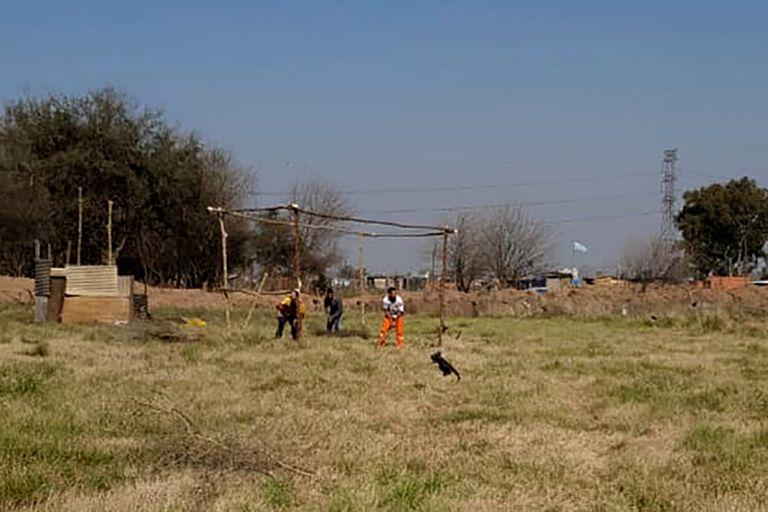 La toma en la granja avícola en González Catán comenzó en mayo, se fue expandiendo y hoy son 100 familias las que habitan en el predio de 12 hectáreas