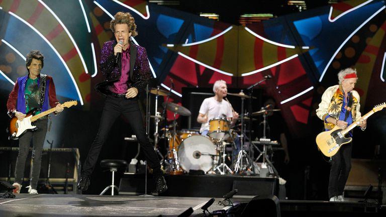 Los Rolling Stones en plena acción en el Estadio Unico de La Plata