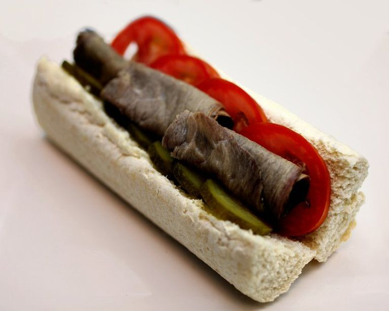 Hamburguesa, menú y carne feteada.