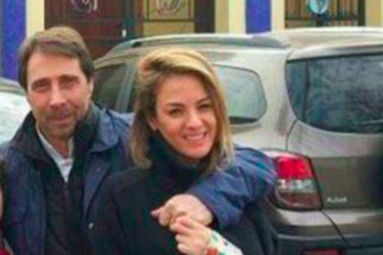 Luego de ser dado de alta, el conductor se mostró acompañado de su novia. Auat fue la encargada de brindar información a los medios durante la internación