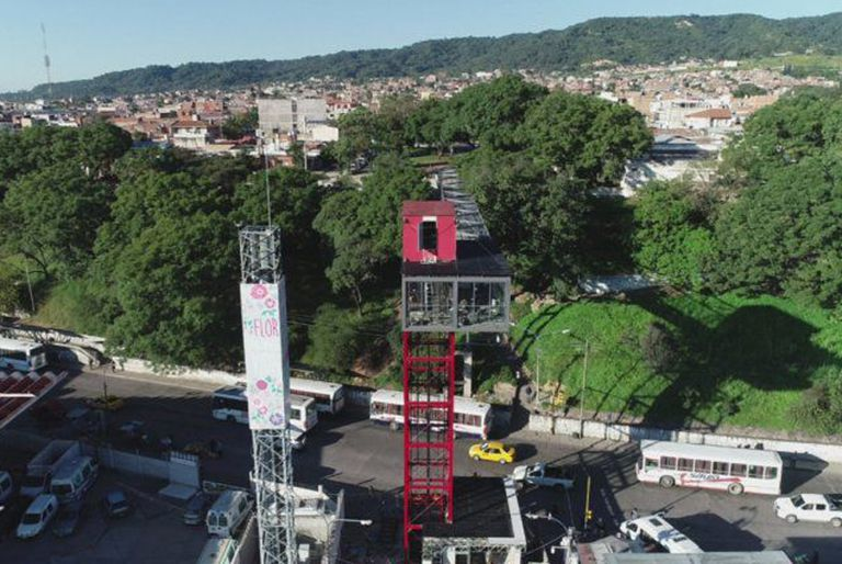 Como Lisboa y Barcelona: qué ciudad argentina estrenó el primer ascensor urbano del país
