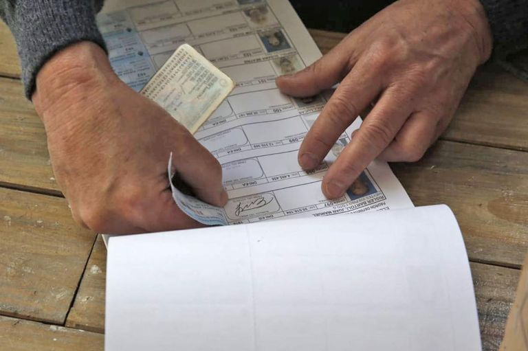 Hoy se define el mapa del poder en todo el país, en Mar del Plata los votantes se acercaron desde temprano a las escuelas