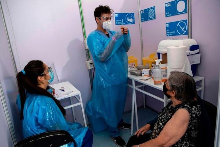 Coronavirus: Chile ostenta el récord latinoamericano en vacunación