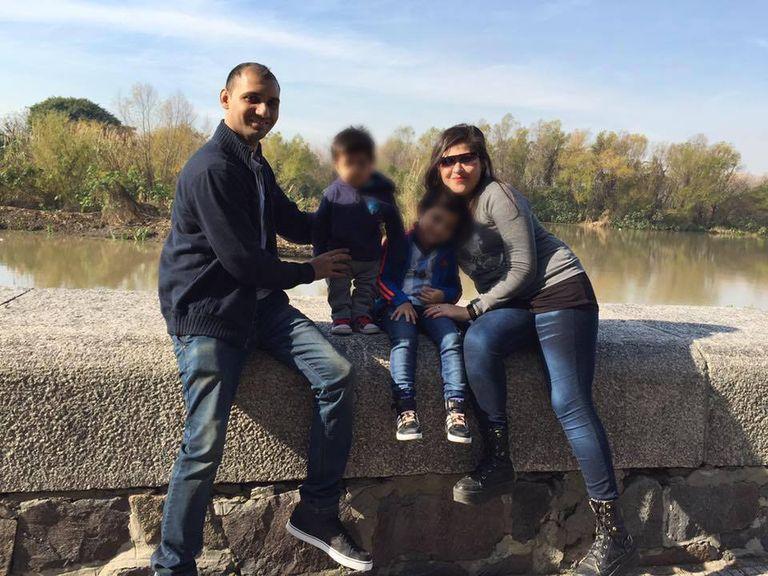 Parminder Basra, María Lorenza Salinas,   y dos de sus hijos, tres años antes de que la mujer fuese asesinada por su esposo en la casa que compartían en el barrio porteño de Vélez Sarfield, en noviembre de 2019