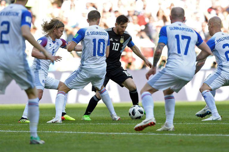 """Otra foto de la colección """"Messi solo en la selección"""": la historia detrás"""