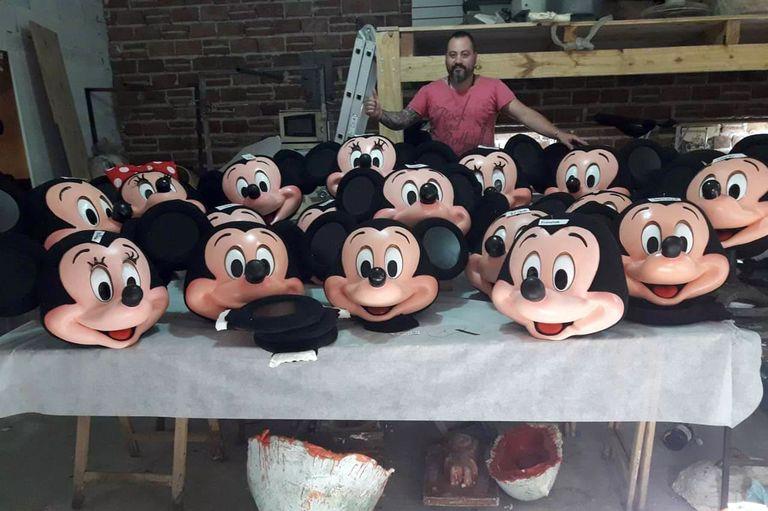Damián Borrajo empezó a hacer reproducciones del mítico ratón y encontró el éxito. Ahora, vende todos los personajes de Disney por Ebay y Alibaba.