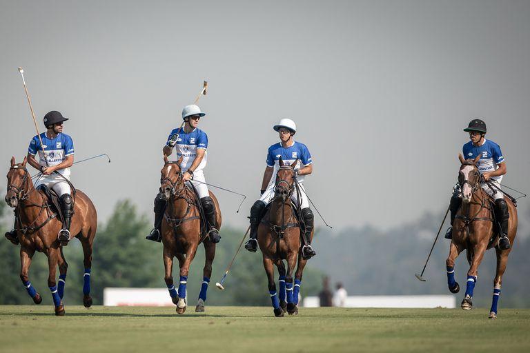 El nuevo Ellerstina: Facundo, Nicolás y Gonzalito Pieres, con Hilario Ulloa. Dos victorias y a la final