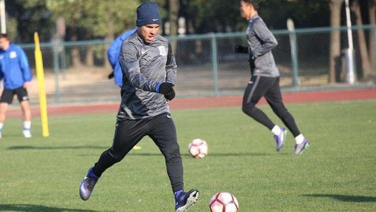 Tevez se mostró proactivo en la práctica del Shanghai Shenhua