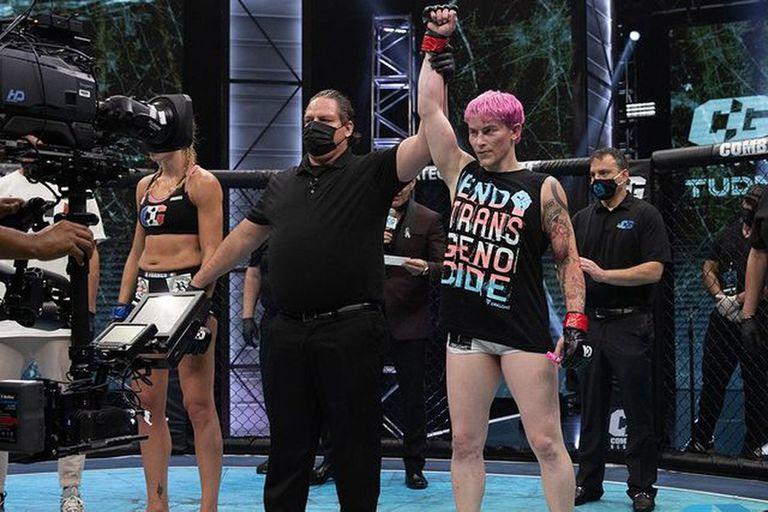 """""""Casi la asesinan"""": fue héroe de guerra, ahora es mujer trans y estranguló a su primera rival de MMA"""