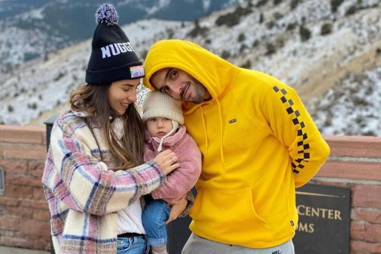 Facu Campazzo con su pareja, Consuelo, y su hija, Sara, conociendo un mundo nuevo en la NBA