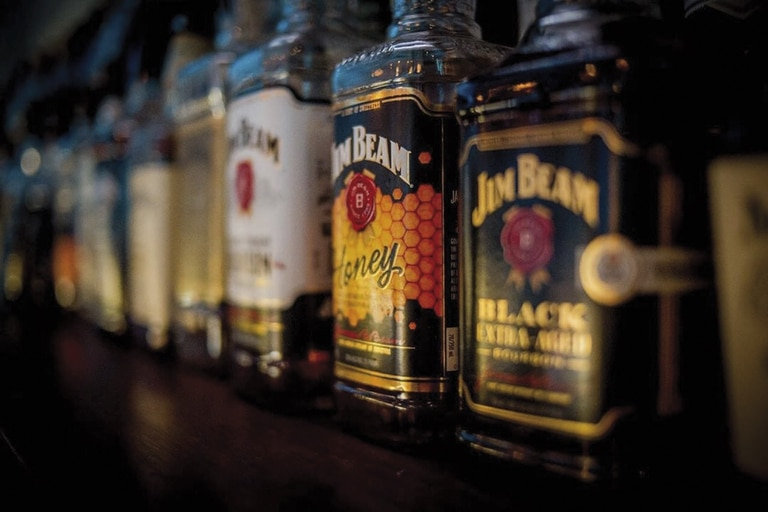 El Banco Central limitó el acceso a divisas para la importación de bebidas alcohólicas como el whisky, el vino, la champaña o los licores; también para autos de más de US$35.000, lavarropas, agua mineral, caviar, motos y embarcaciones