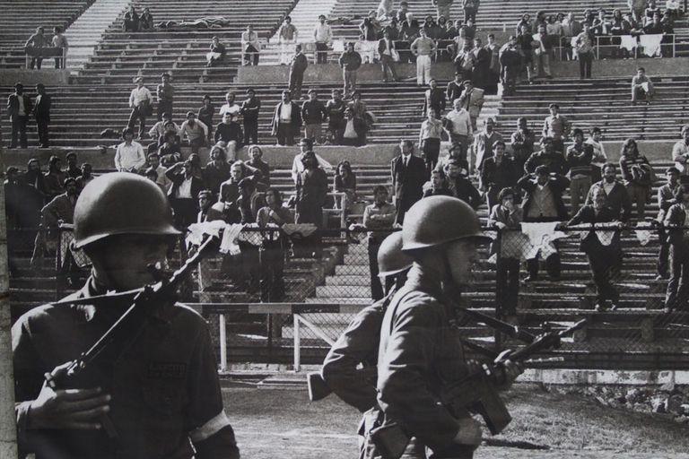 Una imagen del pasado: los detenidos de la dictadura, en las tribunas del estadio