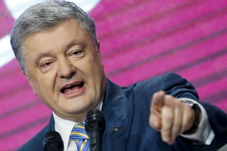 El presidente de Ucrania, Petro Poroshenko, habla en su sede después de la segunda vuelta de las elecciones presidenciales en Kiev, en las que perdió contra el comediante Volodomir Zelenski
