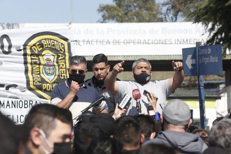 Los policías en Puente 12 tras el anuncio de Kicillof