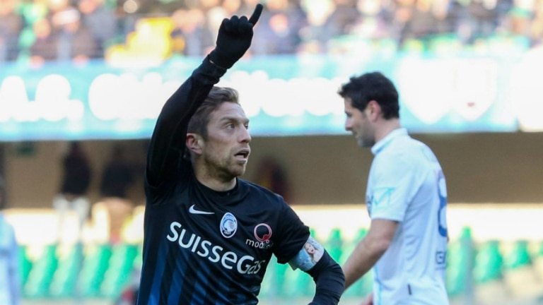 Papu Gómez, dos goles y una cinta de capitán más que especial