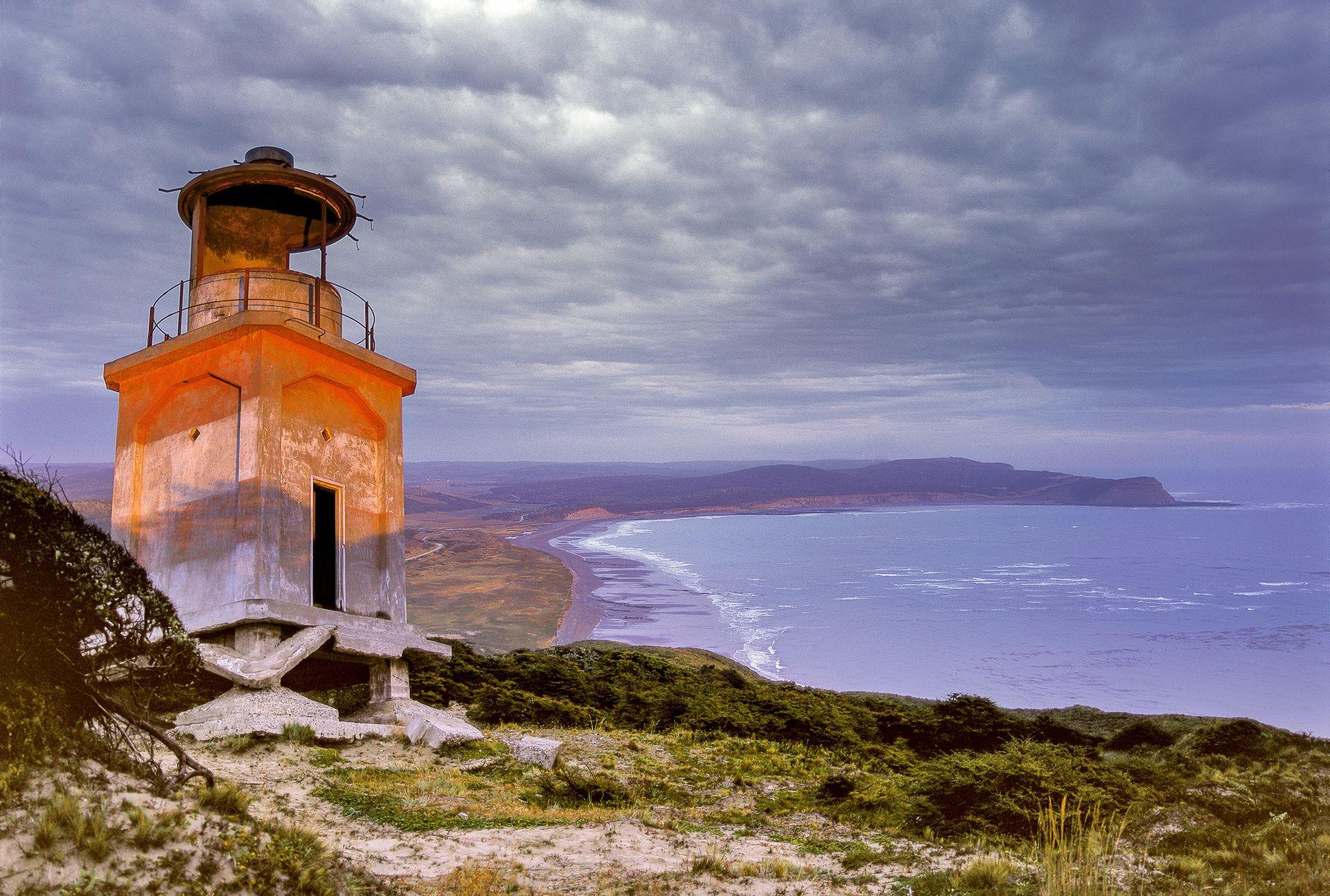 Viejo faro del Cabo San Pablo, en Tierra del Fuego. Su ubicación y los cielos de aquella ocasión, en 1994, fueron los que le dieron a Florian von der Fecht la idea de fotografiar todos los faros.