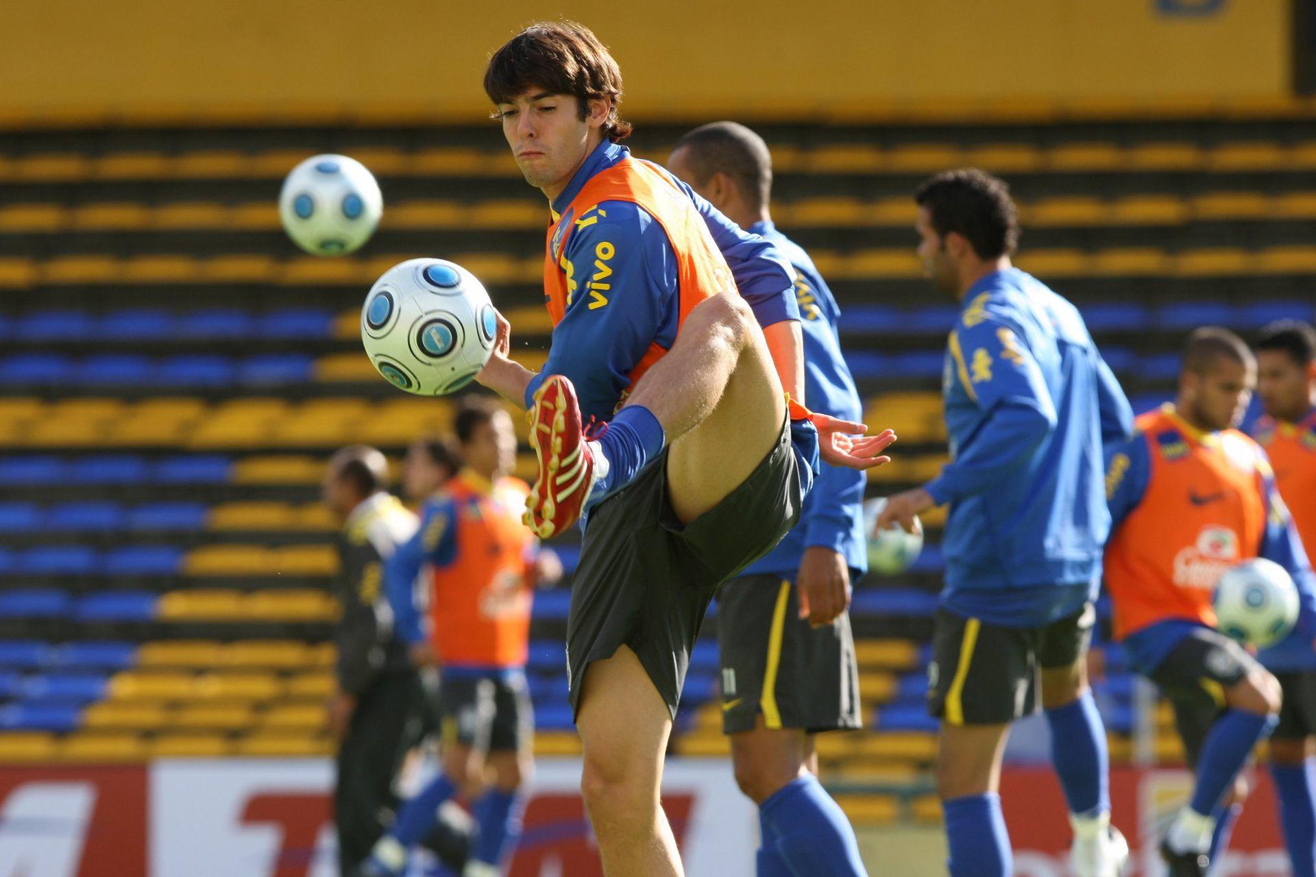 Kaká (4 de septiembre de 2009): la Argentina sufrió mucho la eliminatoria para Sudáfrica 2010; Brasil goleó por 3 a 1 al equipo de Maradona en Rosario; el exquisito mediocampista brasileño (el mejor del mundo en 2007), durante la práctica del día anterior al partido en el Gigante de Arroyito