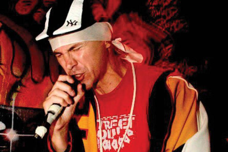 Mucho antes de los eventos masivos y los sponsors, el hip hop local tuvo casi tres décadas de lento desarrollo. Esta es la crónica de esos años y de los pioneros del breakdance y las rimas.