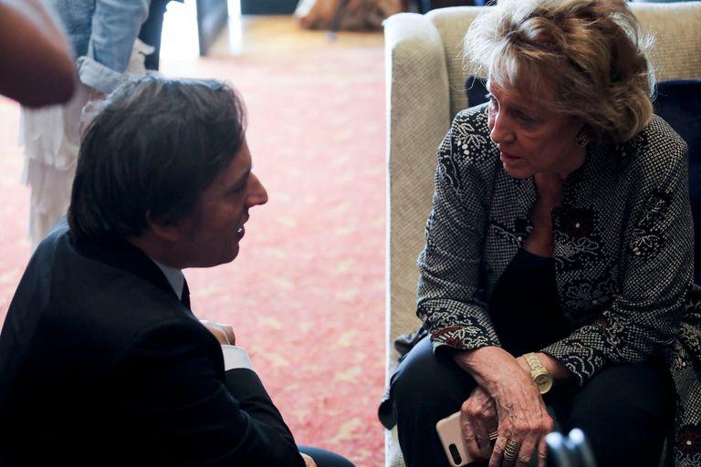 Annie Millet habla con Del Río