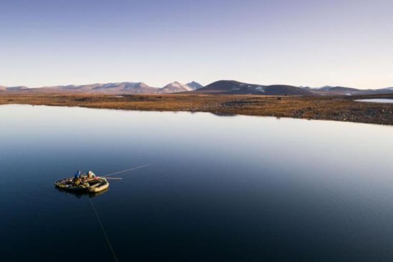 Recolección de sedimentos en un lago de la isla de Baffin