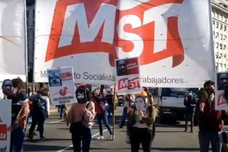 Algunos manifestantes utilizaron máscaras de Santiago Maldonado y Luciano Arruga