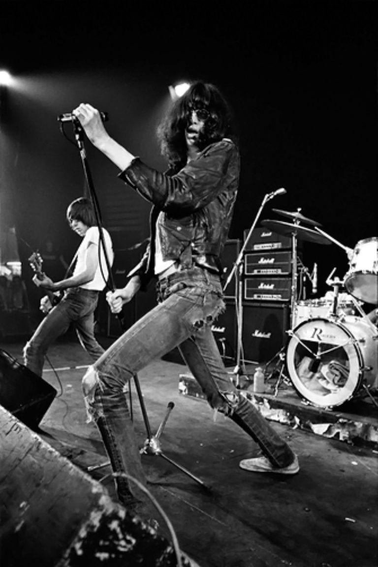 Joey Ramone en The Roundhouse, en Londres, 1977