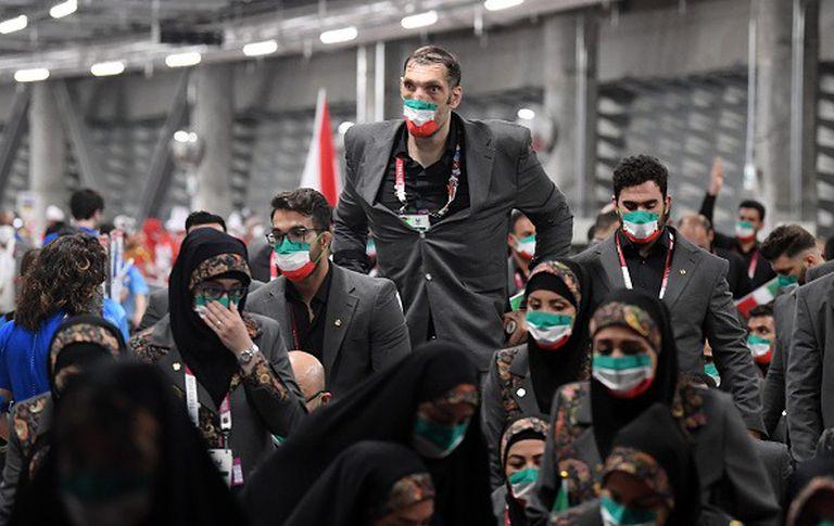 Morteza Mehrzad, antes del desfile de delegaciones en la ceremonia de apertura de los Juegos Paralímpicos