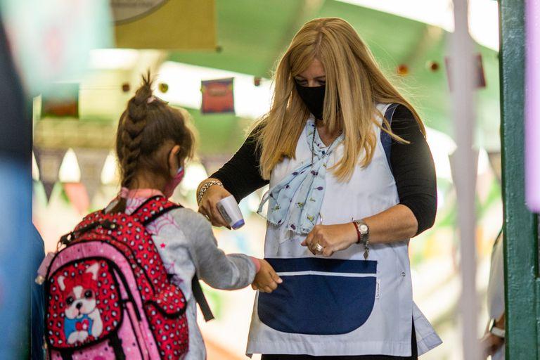 El protocolo de las escuelas porteñas no convence a todos los padres por igual