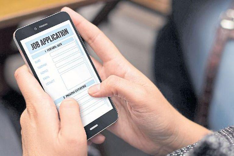 Para postularse solo se necesita un celular y acceso a Internet