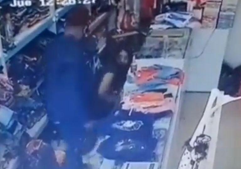 El pedido desesperado de una mujer al ladrón que la golpeaba