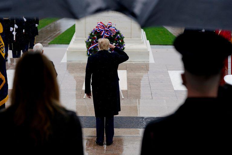 Trump visitó el cementerio de Arlington