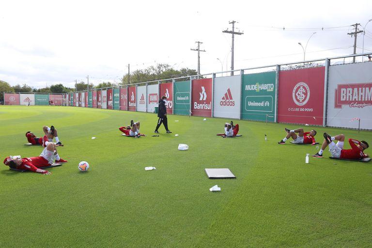 La primera práctica de Inter de Porto Alegre fue con grupos de seis futbolistas por turno