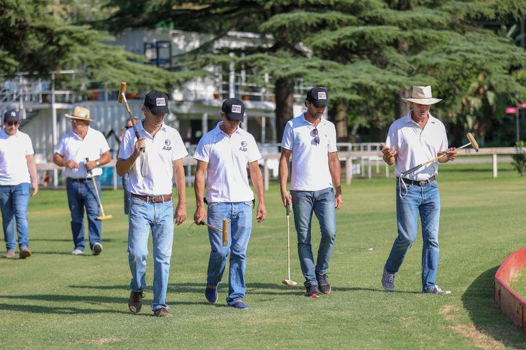 Algunos de los instructores durante la práctica