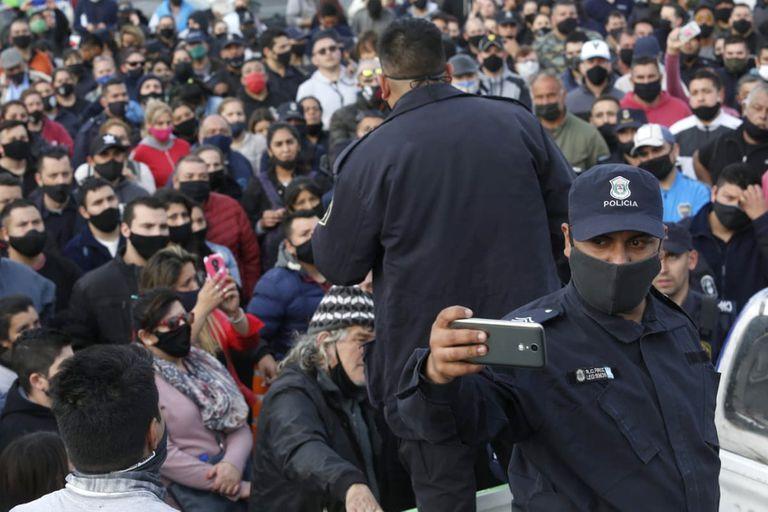 Los policías reclaman aumentos salariales