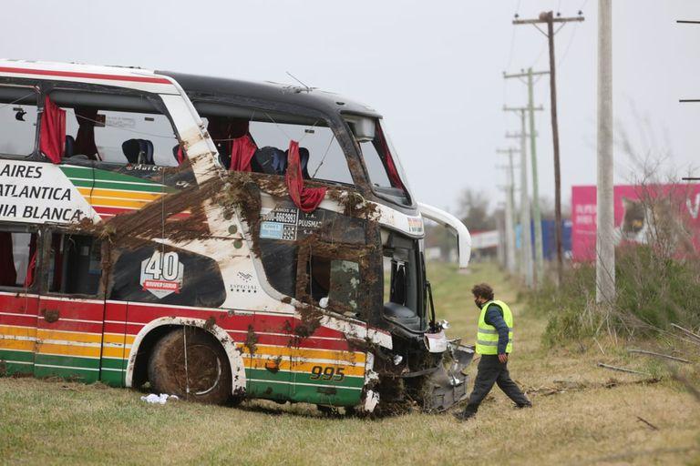 """Accidente en la ruta 2: """"Salimos como pudimos, muchos rompían los vidrios con las manos"""""""