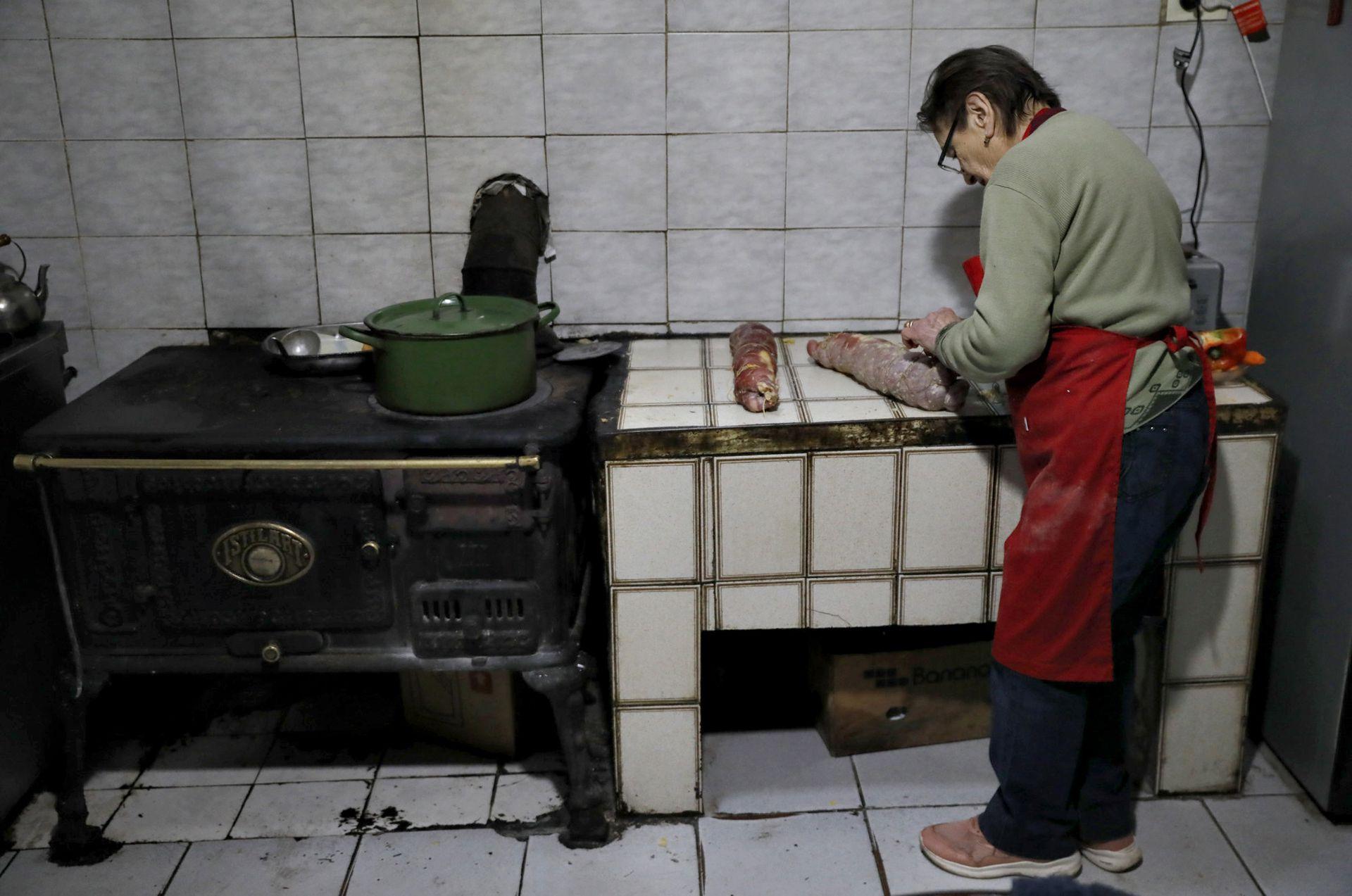 Doña Irma en su cocina