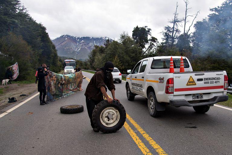 Los incidentes en Villa Mascardi a 30 km de Bariloche comenzaron en 2018 y se Intensificaron en las ultimas semanas con la cuarentena y la ausencia de fuerzas policiales.